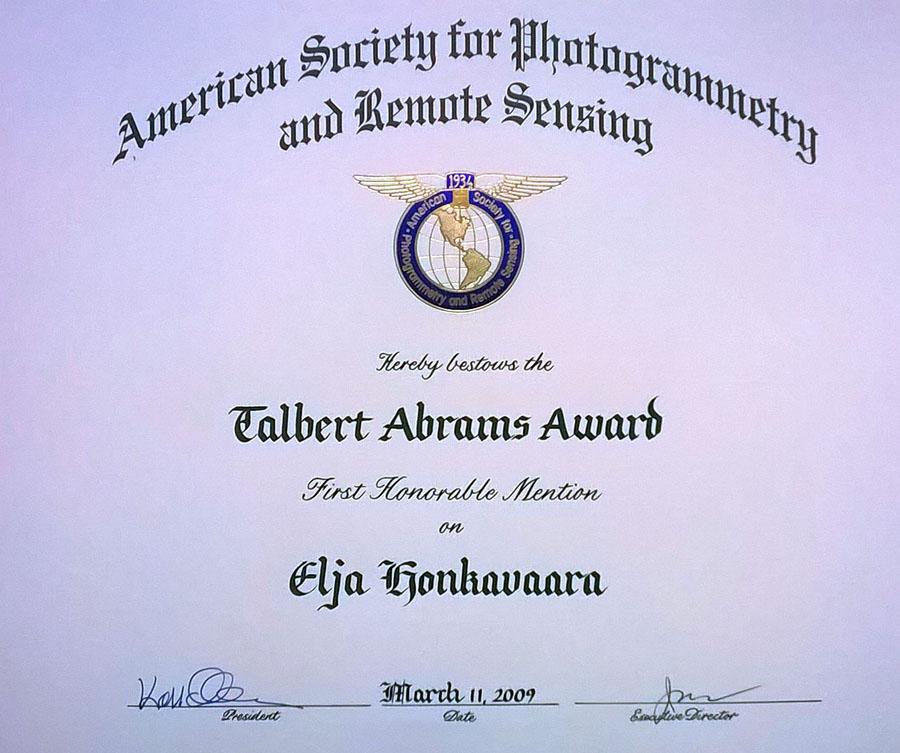 Vuonna 2009 American Society for Photogrammetry and Remote Sensing palkitsi testikentästä tehdyn artikkelin Talbert Abrams kunniamaininnalla