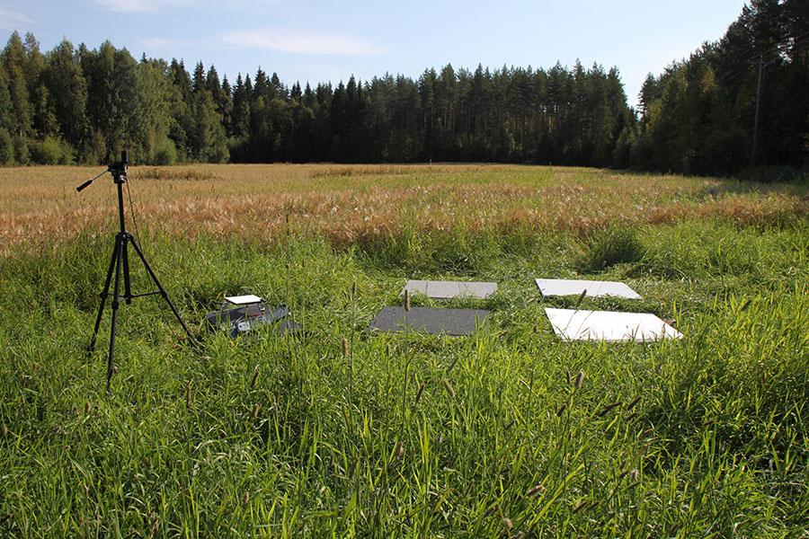Tilapäinen testikenttä UAV-kampanjassa. Kuva: Eija Honkavaara