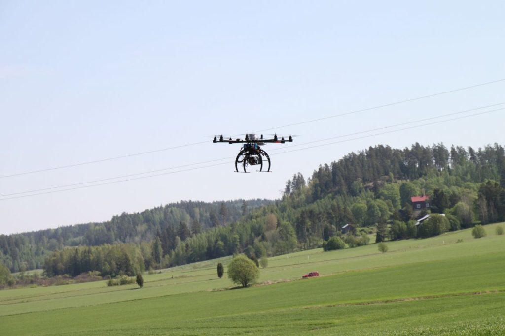 Dronefinland - viljapelto ja drone