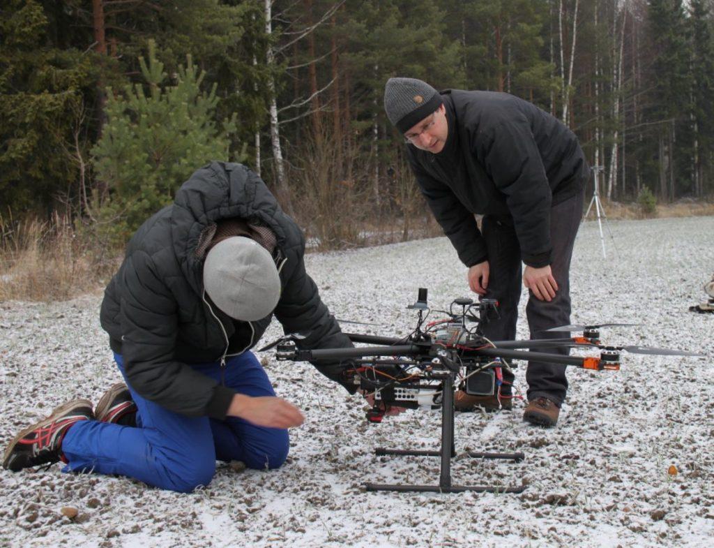 Tutkijat valmistelevat droonia kevään ensimmäiselle kuvauslennolle